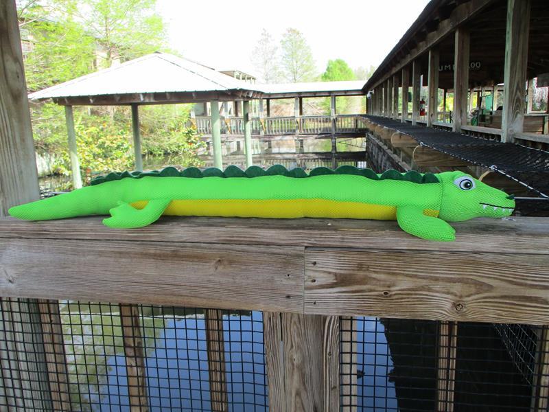 Floating Alligator,D7018