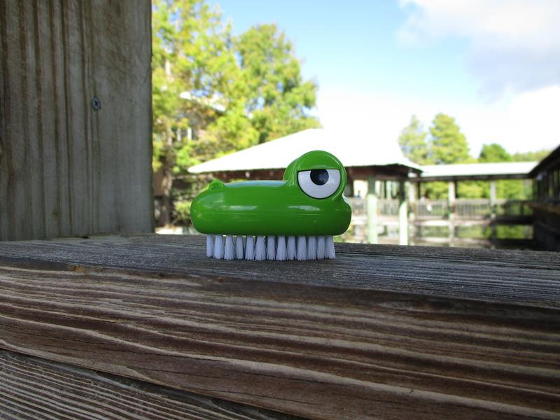 Croc Nail Brush Dispenser,18042PRO