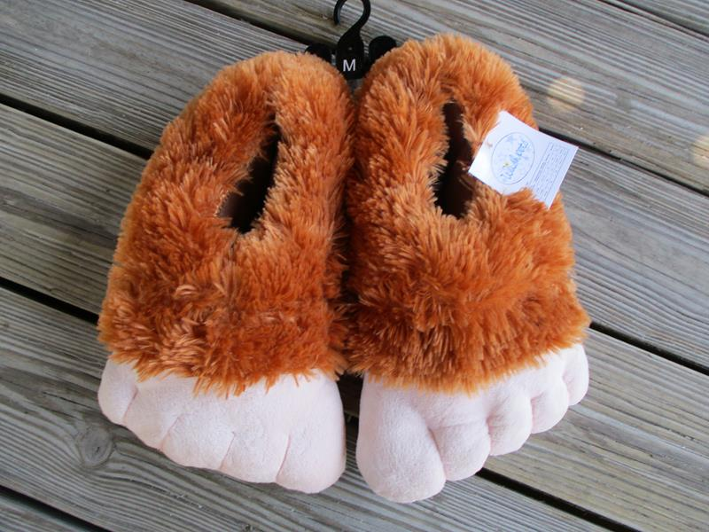 "12"" Skunk Ape Slippers"