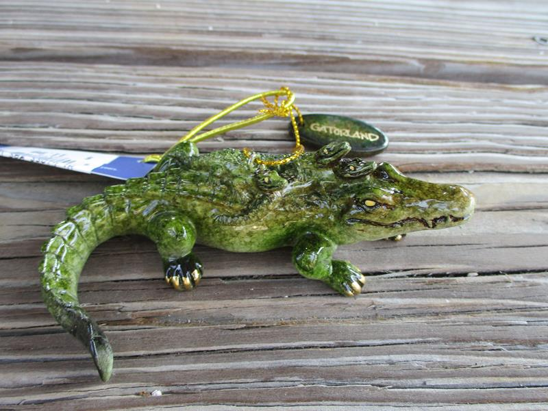Hi Gloss  Gator w/Babies Ornament,942109